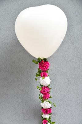 DIY-Μπαλονι με γιρλαντα από λουλουδια