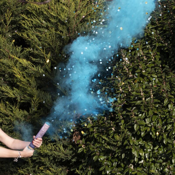 Picture of Blue smoke cannon with confetti - Gender reveal