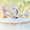 Κερί αριθμός 2 λευκό με πέταλα από άνθη